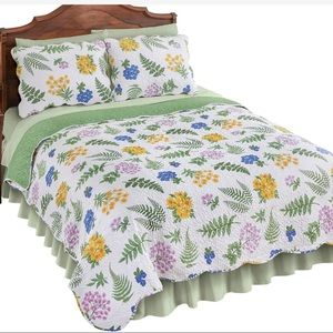NEW-Fern/Floral Reversible Scalloped Edges Quilt